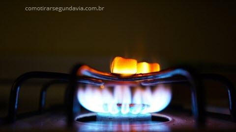 Boca do fogão acesa, segunda via conta de gás