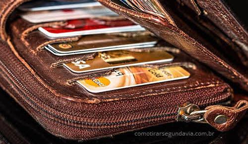 Carteira com cartões, tirar segunda via da fatura cartão Mais